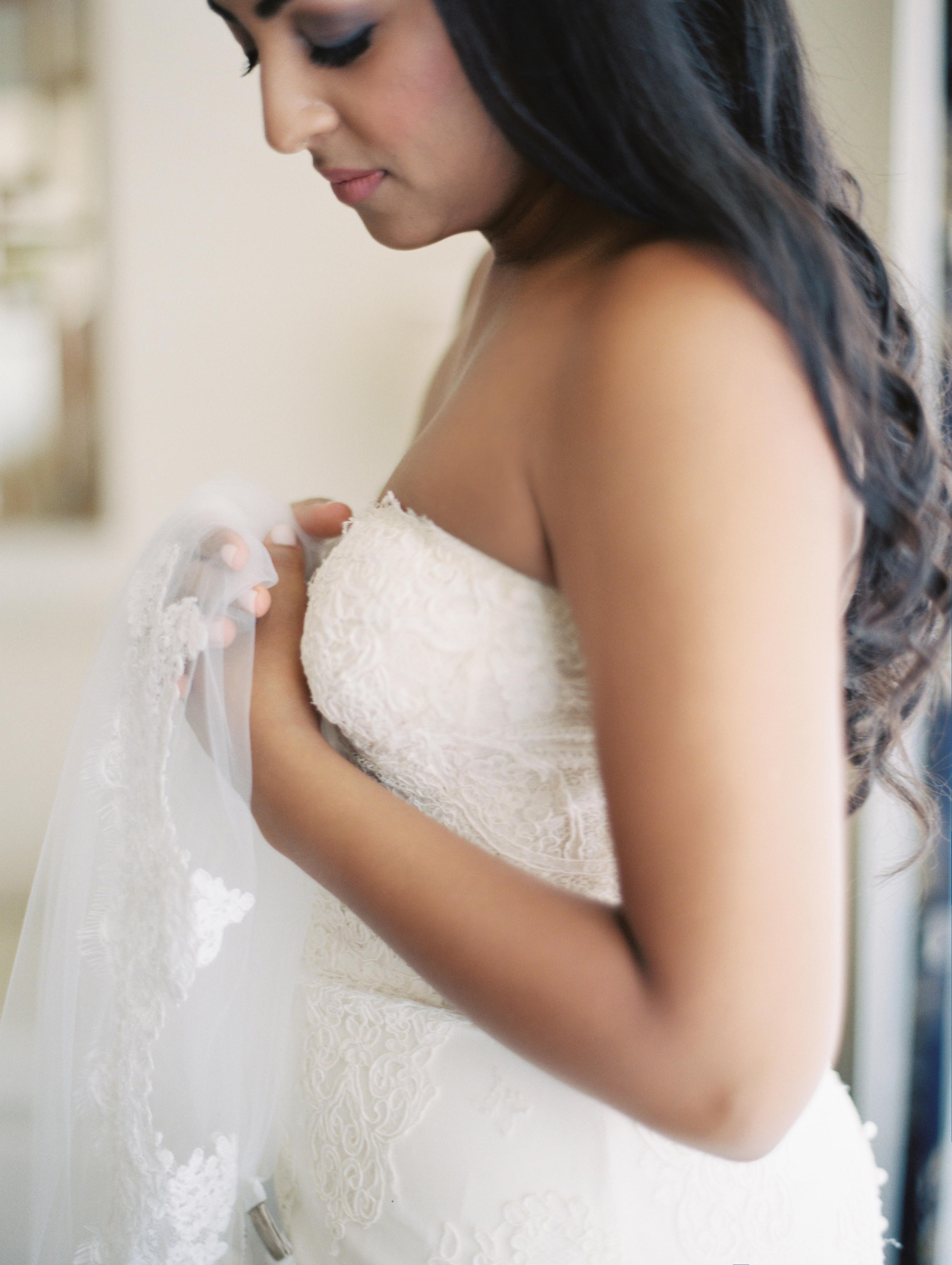 bride-lace-gown-veil
