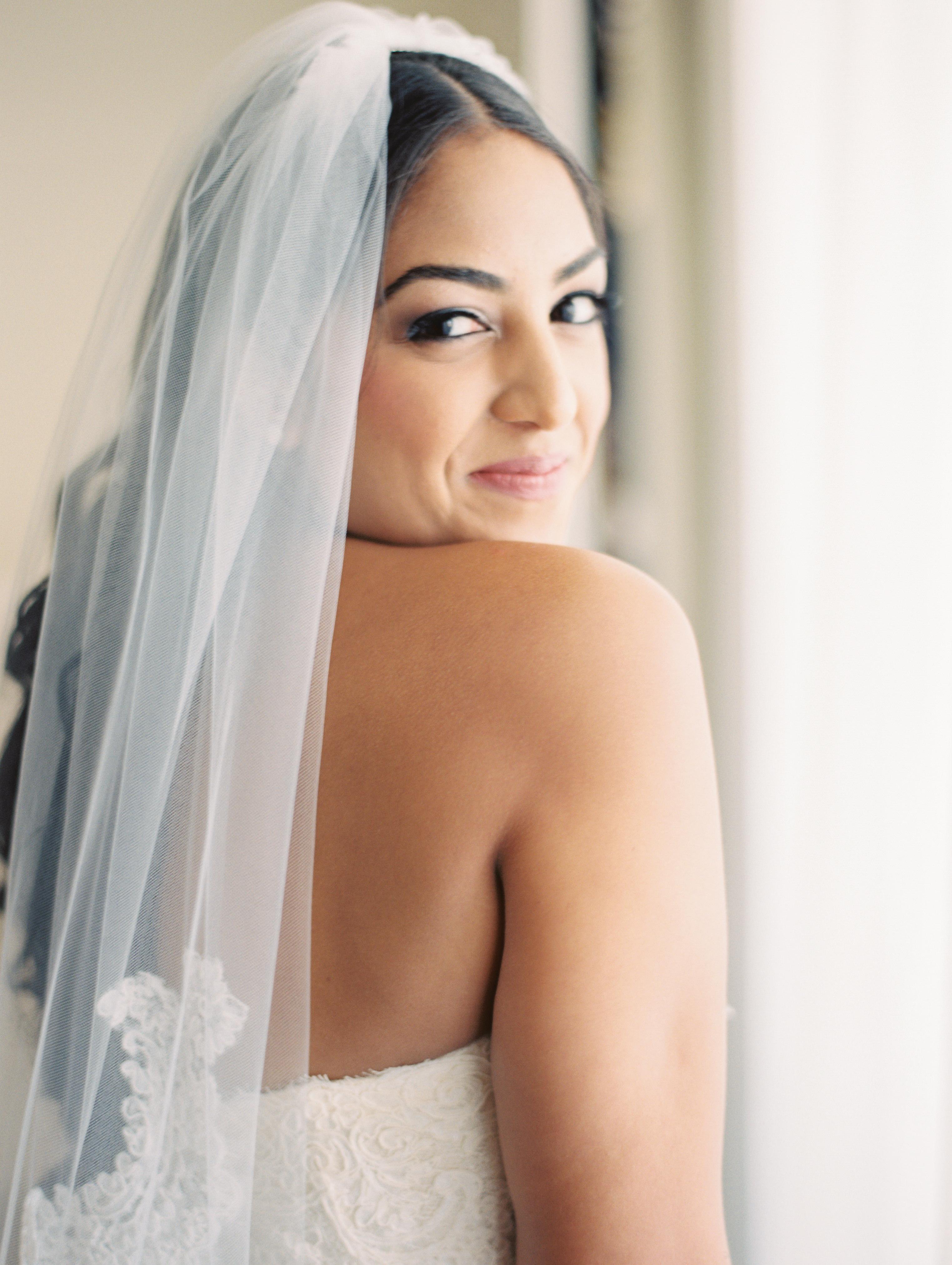 wedding-bride-lace-veil